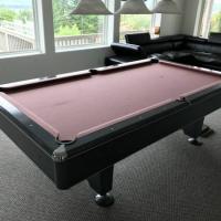 8 Balls Pool Table